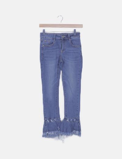 Jeans detalle volantes desflecados
