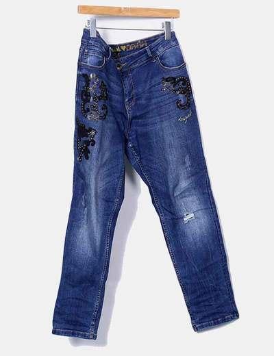 Jeans pitillo con detalles