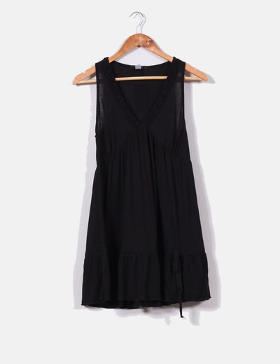 Vestido negro evasé con escote pico  Sfera