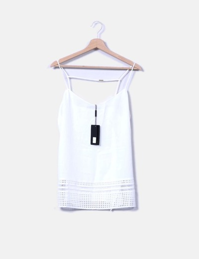 Blusa blanca de tirantes detalle troquelado Sfera