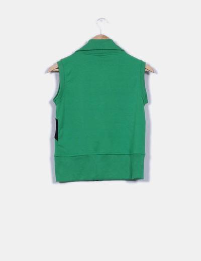 Sudadera verde y negra con cremallera sin mangas