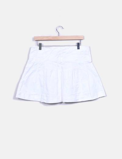 Falda blanca abotonada
