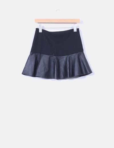 e0a7499f839 Zara Mini falda negra volante polipiel (descuento 77%) - Micolet