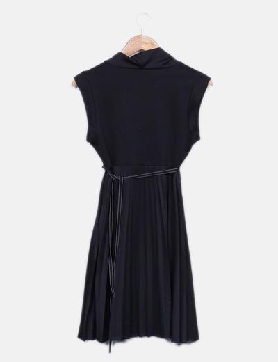 Vestido plisado negro con lazo