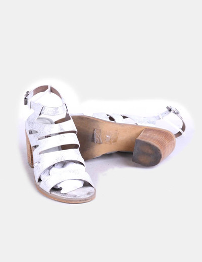 Sandalias plateadas con tacon