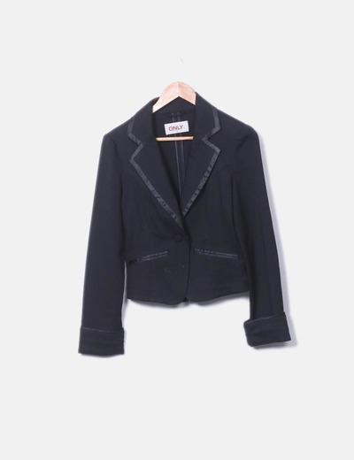 Blazer negra con detalle cuello ONLY