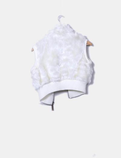 Chaleco corto blanco con pelo