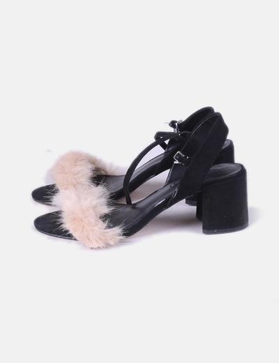 Sandalia de tacón negra pelo nude