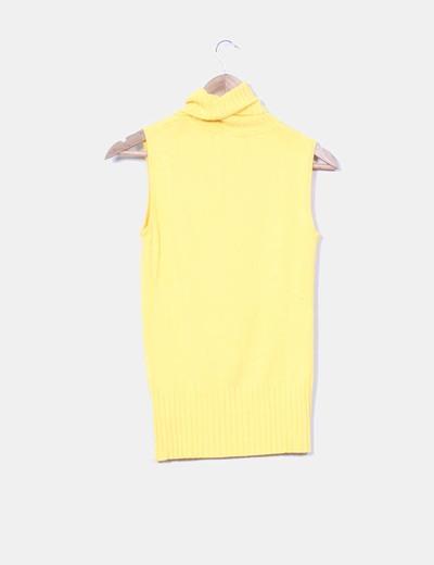 Top tricot amarillo cuello vuelto