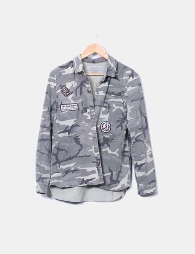 Sobre camisa militar Zara