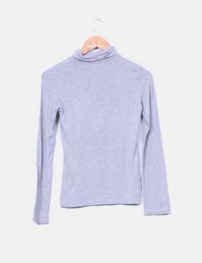 Camiseta basica gris cuello chimenea
