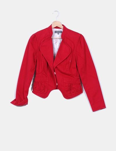 Chaqueta blazer roja, detalle cuello mao Trucco