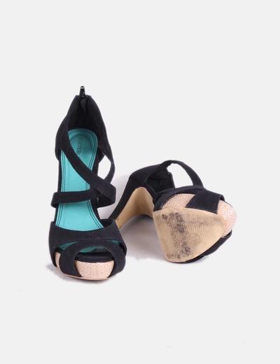 Zapato peet toe negro de tiras
