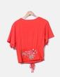 Camiseta roja detalle cinturón bordado Zara