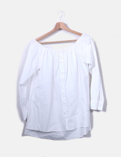 Blusa blanca con cuello barco