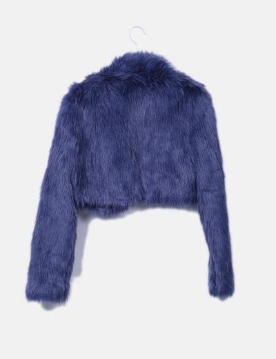 Chaqueta corta de pelo azul
