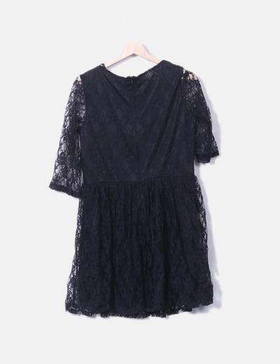 Vestido fluido negro de encaje