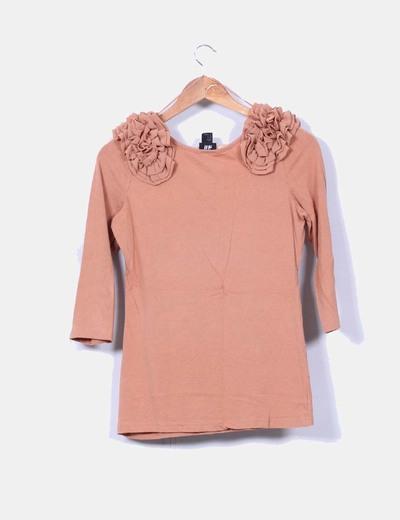 Camiseta camel detalle en hombros