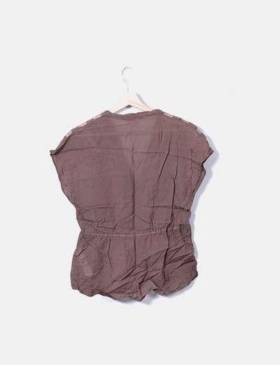 Blusa taupe combinada
