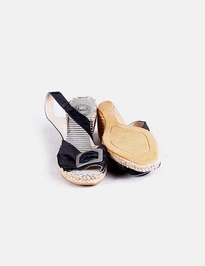 Sandalias negras de raso con tacon
