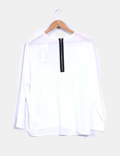Blusa blanca con strass dorado