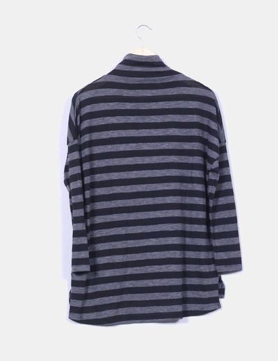 Camiseta a rayas negra y gris