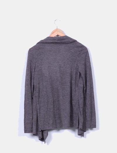 Cardigan gris efecto camiseta negra