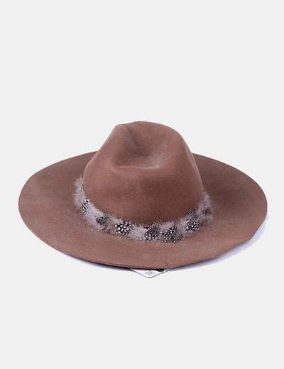 Zara Sombrero marrón con plumas (descuento 70%) - Micolet c8f94e4c418