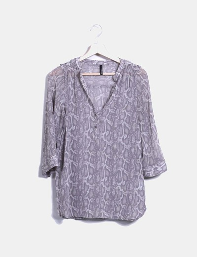 Blusa color taupe estampado de serpiente Naf Naf