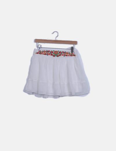 Falda de gasa blanca detalle bordado