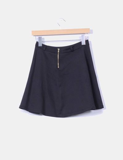 Falda mini negra con vuelo