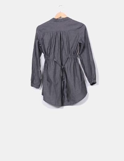 Vestido gris oscuro con cinturilla