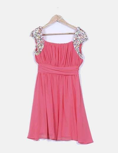 Vestido coral drapeado con lentejuelas