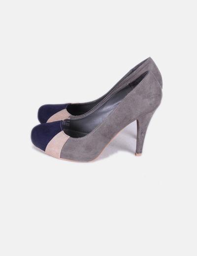 Zapatos de antelina gris puntera azul marino Stradivarius