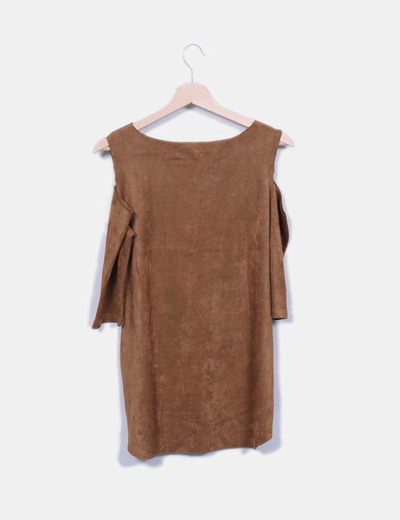 Camiseta camel antelina con hombro descubierto