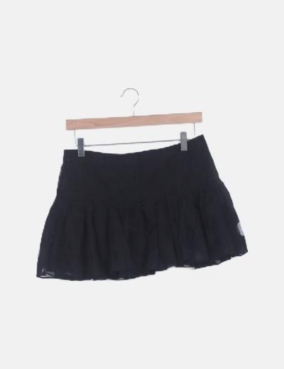 Falda negra motas