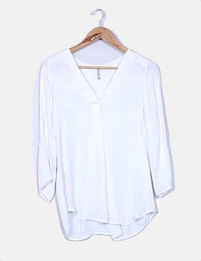 Camisa blanca escote pico Stradivarius