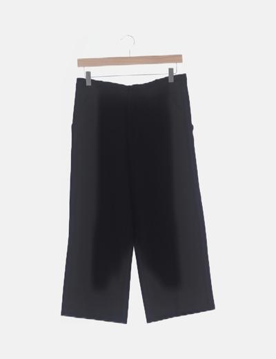 Short fluido negro con bolsillos