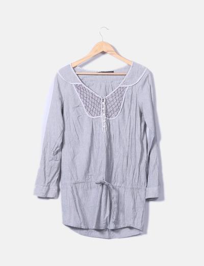 Blusa gris rayas