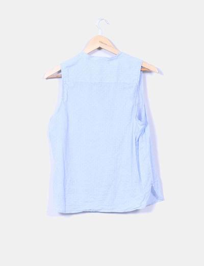 Blusa azul con topos