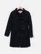Abrigo negro detalles plisados Kiabi