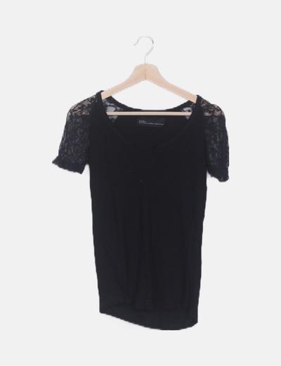 Camiseta combinada encaje negra