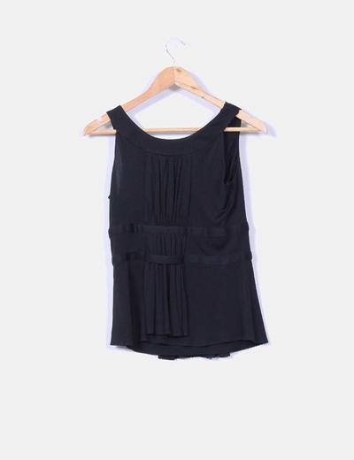 Blusa drapeada negra