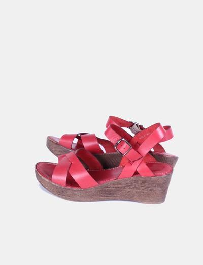 Sandalia roja de cuña Pier One