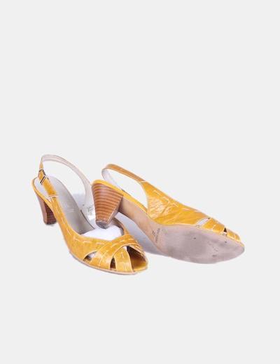 Sandalia mostaza destalonada