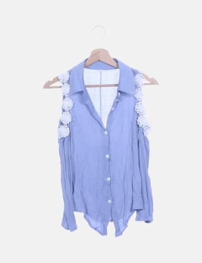 Camisa azul rosetones