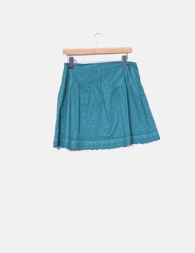 Minifalda verde combinada con encaje