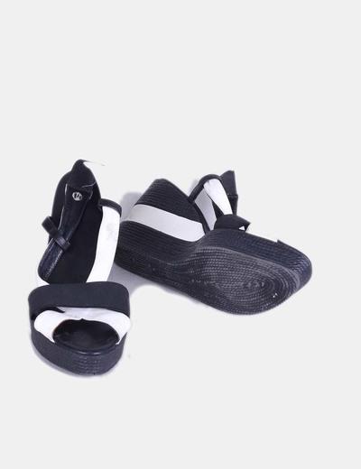 Sandalia bicolor con cuna