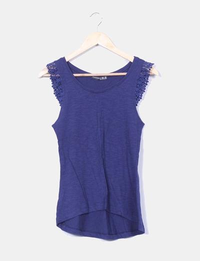 Camiseta azul marina detalle crochet en mangas Atmosphere