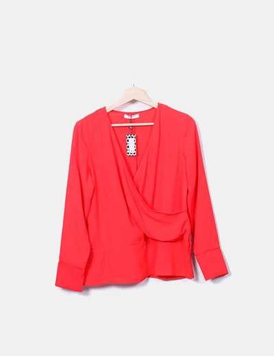Blusa cruzada roja con lazo